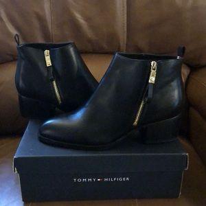 Women's Tommy  Hilfiger REIZ 2 Booties Size 10
